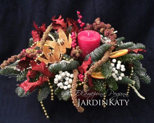 Уютная Новогодняя композиция с сухоцветами, дольками апельсина, золотыми бусами и свечой ручной работы.