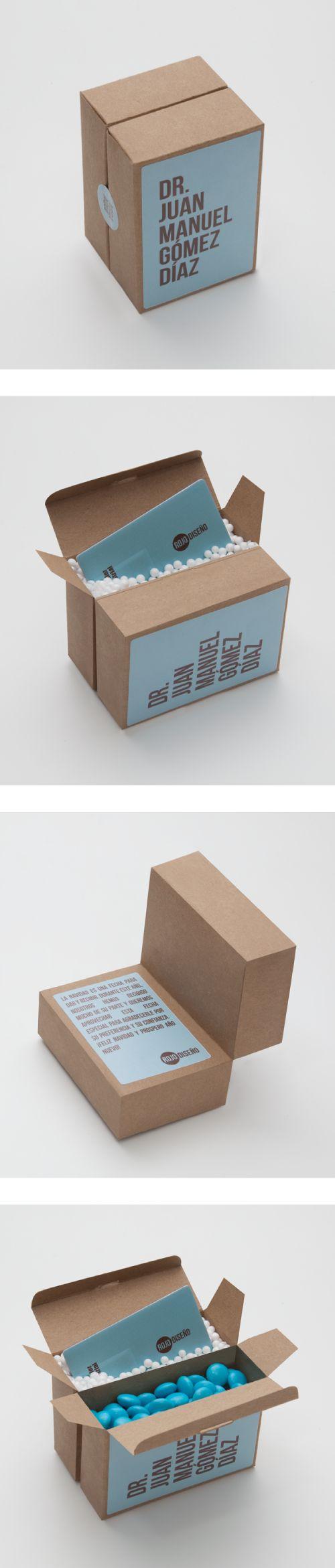 Caja Regalo USB / www.estudio201.com Regalo promocional para clientes, contenido: personalizacion del regalo, mensaje, memoria USB con portafolio de la empresa y chocolates con el color corporativo para generar mayor recordación de marca. Dirección artística: fotografía, composición de piezas gráficas.