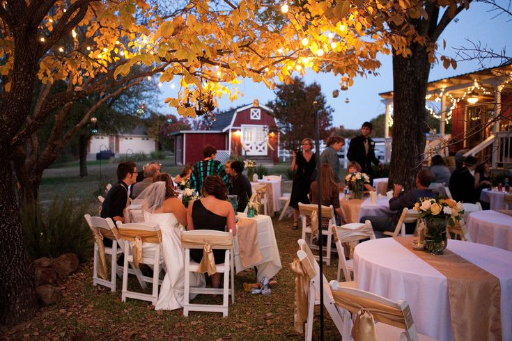 The Bird's Nest wedding venue in Melissa, Texas provides affordable wedding venues for Dallas. Rustic Wedding Venues, and Outdoor Weddings DFW.