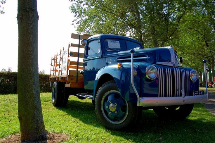 http://images.forum-auto.com/mesimages/835086/Camion Ford 1946.jpg