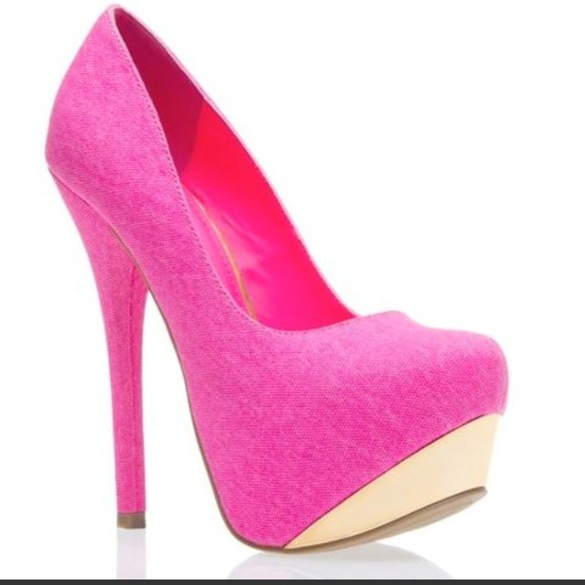 Stunning in pink.....ohhh my lawd