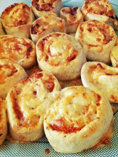 Three kids and the cook: Thermomix Thursday: Ham  Cheese Pizza Scrolls
