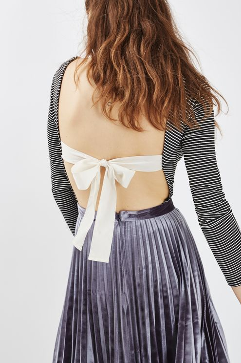 The body comes updated in this stripy style. Long sleeved with a scooped neck, we're lusting over the white bow detail to the back. Wear with high waisted jeans or a pleated midi skirt. #Topshop