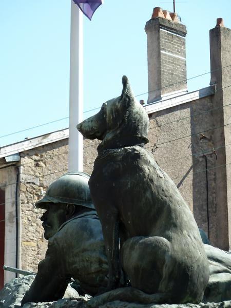 Monument aux morts – Place de Verdun – Pagny-sur-Moselle. Lorraine