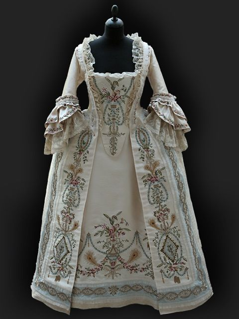 Robe Parce c.1780 by Reine des Centfeuilles, masterpieces inspired by the 18thCentury