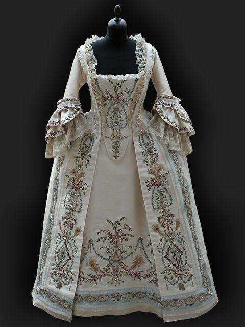White Robe Parée