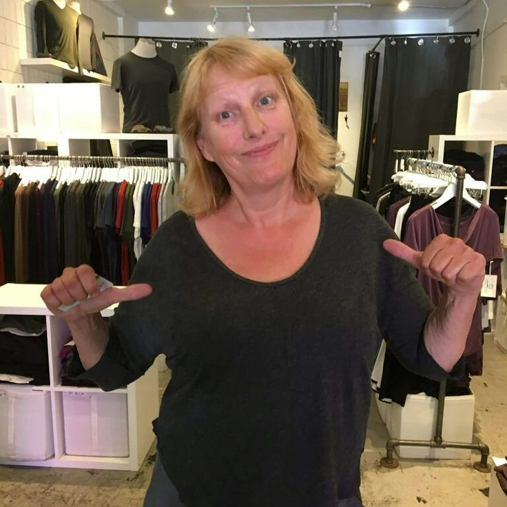 The writer Julie Burtinshaw loves our clothes for travel and just got our new Vicky V shirt #MovementGiveAway