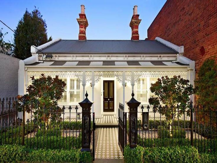 Adore this Australian row house. Victorian at the front and modern at the back!