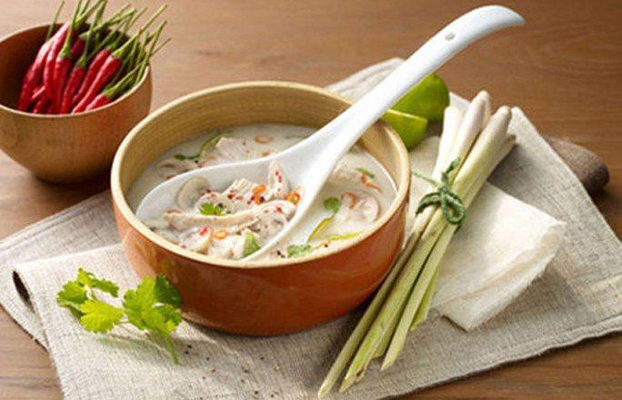 Asiatische Hühnersuppe mit Kokos, Chili und Koriander - Low carb Rezepte für jeden Tag