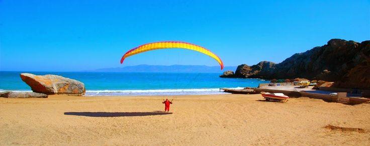 Deux façades maritimes avec l'Atlantique et la Méditerranée, une centaine de plages reliant le nord au sud du pays et une dizaine ornant le long du Rif marocain. Voici mesdames messieurs, la liste des plus belles plages marocaines ! Plage Matadero – Al Hoceima Plage Lagzira – Sidi ifni Plage 'Tcharrana', Cap des Trois fourches, la commune de Bni chikar, Nador Plage Blanche – Guelmim Plage d'Ain Dalia – Tanger Plage de Dakhla Plage de Ouad Laou – Tanger-Tétouan Plage de Quemado – Al Hoceima…