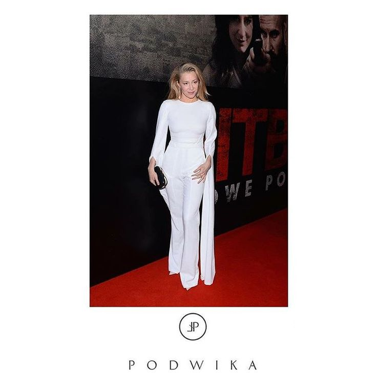 #fashion #podwika #podwikadress #bestlook#fashionicon #kasiawarnke #white #elegance #modern #classy #pitbull #movie #moviepremiere #redcarpet #weloveit