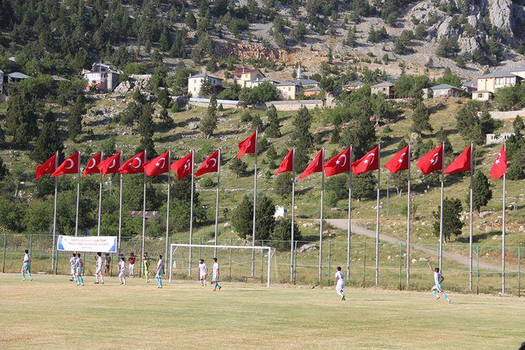 Adana'nın merkez ilçesi Karaisalı'ya bağlı Kızıldağ Yaylası'nda 5 yıldır olduğu gibi bu yılda futbol coşkusu yaşanacak.  Adana Büyükşehir Belediyesi ve Karaisalı Belediyesi tarafından organize edilen ve bu yıl 6. sı düzenlenecek olan 'Kızıldağ Yaylası Köylerarası Futbol Turnuvası' 17 Haziran 2017 Cumartesi günü başlayacak.  18 takımın katıldığı turnuvanın başlama vuruşunu Adana Büyükşehir Belediye Başkanı …