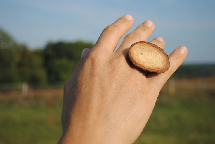 Oak wooden ring with bark, handcrafted ring with growthrings, original natural design by WowodesignShop on Etsy https://www.etsy.com/listing/490720377/oak-wooden-ring-with-bark-handcrafted