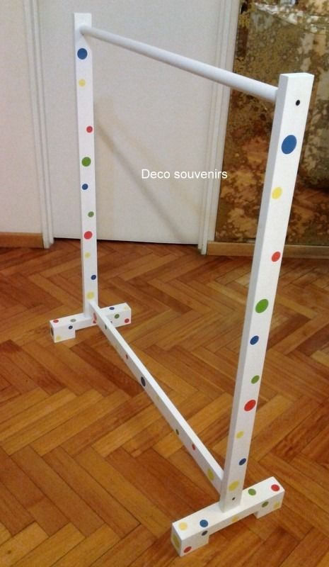Perchero para disfraces infantiles buscar con google for Como hacer un perchero de pared