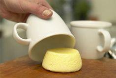 Feine Einlage für Brühen und Suppen: Eierstich aus gestockter Eiermilch lässt sich in viele verschiedene Formen schneiden, zum Beispiel in festliche Sterne oder klassische Würfel.
