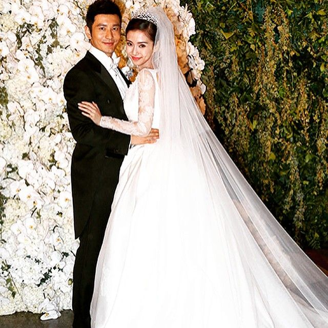 Анджела Бэйби вышла замуж в свадебном платье от DIOR Couture  Angelababy get married in DIOR Couture wedding dress #dior #angelababy #love #lofficielazerbaijan @dior @angelababyct
