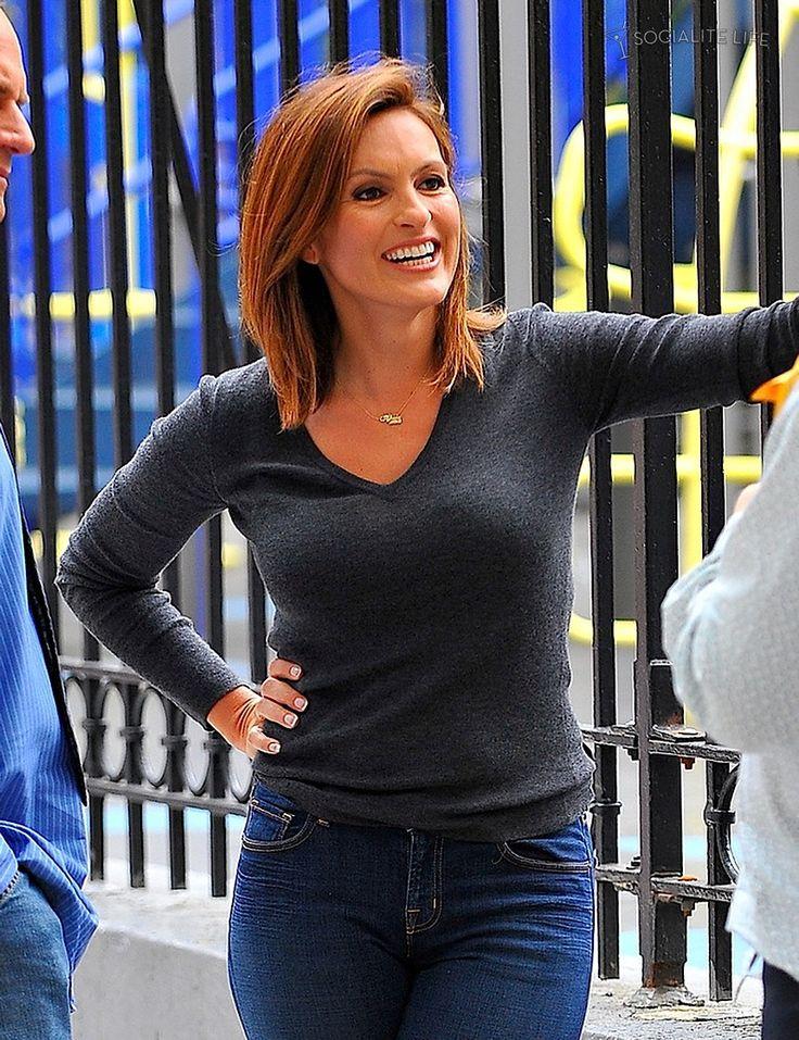 Olivia Benson; gray top, jeans