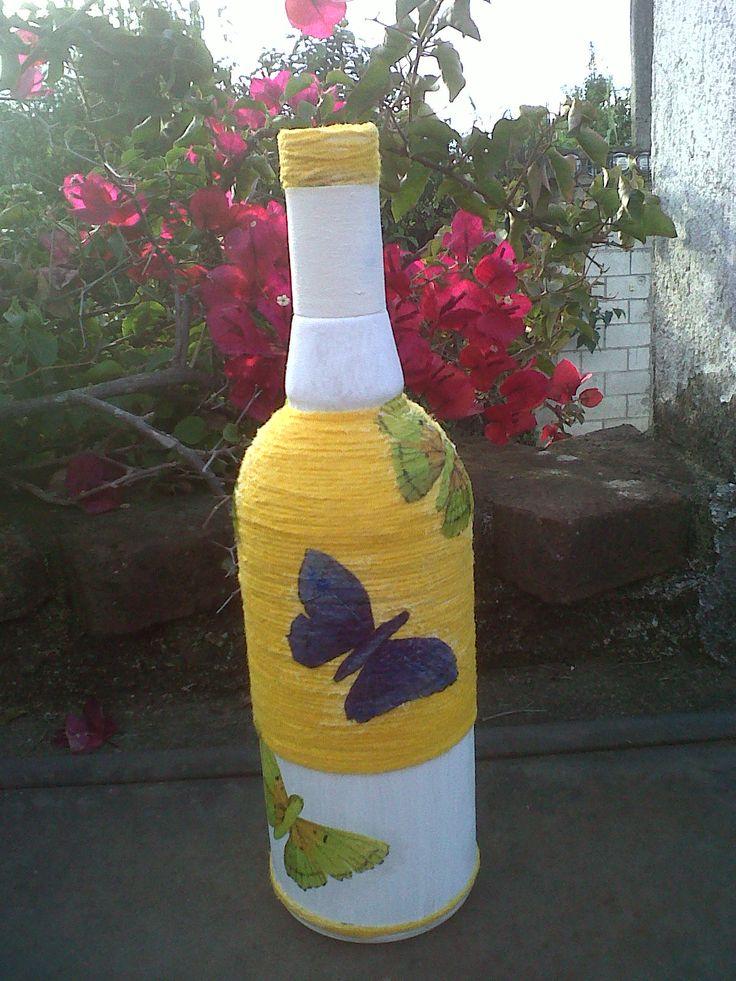Botella decorada con lana y decoupage