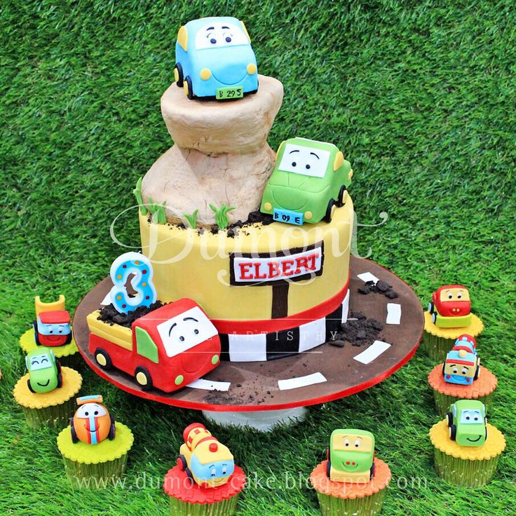 We've been doing Elbert's birthday cake for 3 years in a row now. This year's theme is car toys and we really enjoyed making these cute colorful toppers ❤