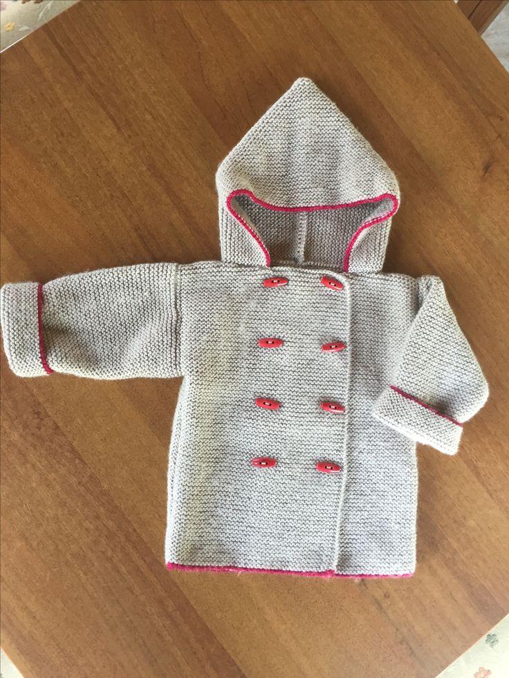 Kapşonlu erkek bebek hırkası