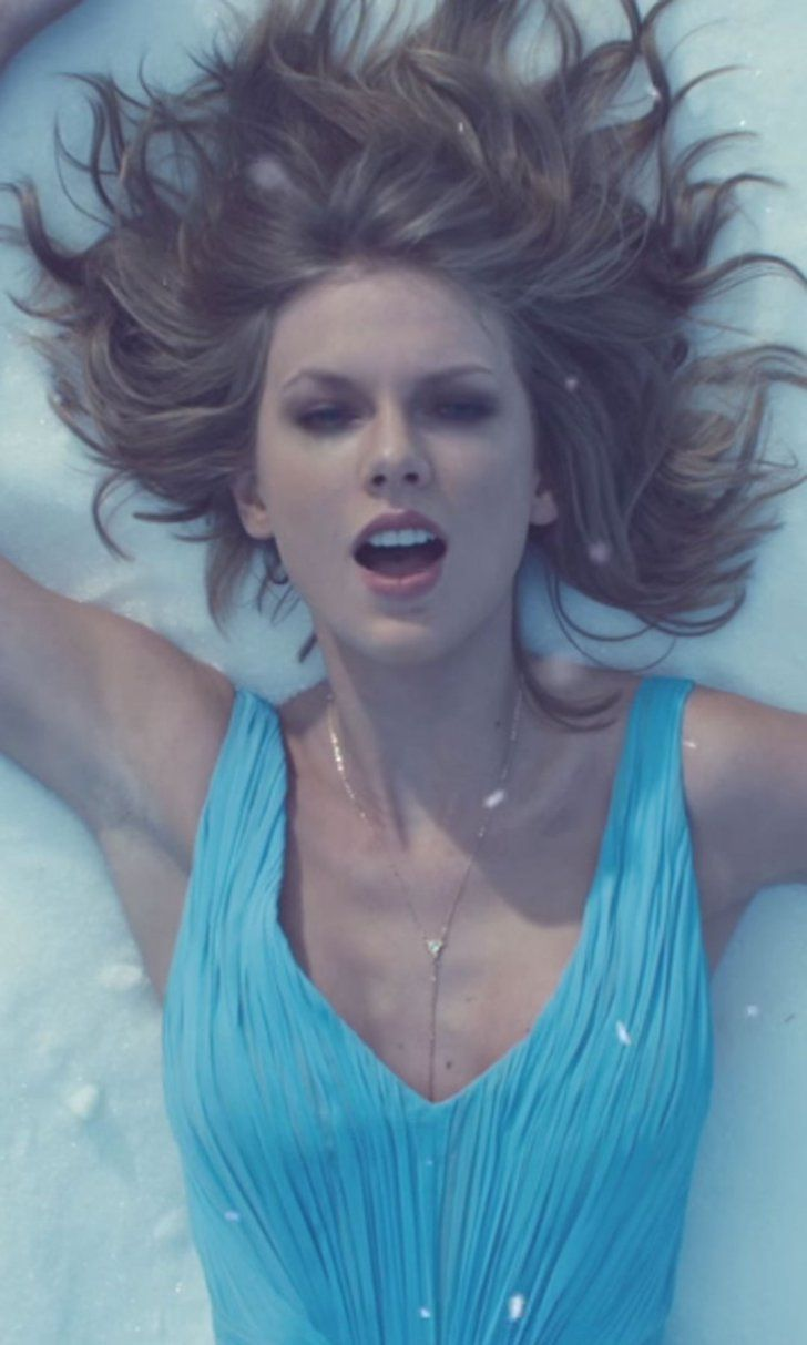 "Watch Taylor Swift's Mesmerizingly Beautiful Music Video For ""Out of the Woods"""