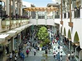 Ala Moana Center - the worlds largest open air mall. and quite possibly my favorite mall too.. right in Honolulu