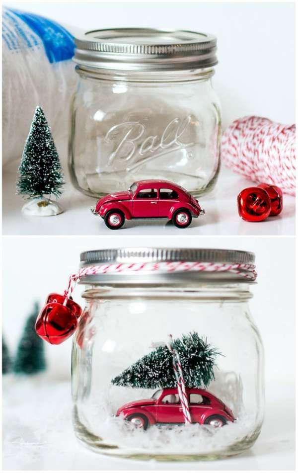 Voiture miniature avec un mini sapin dans un bocal en verre. 20 DIY de Noel avec des pots de verre