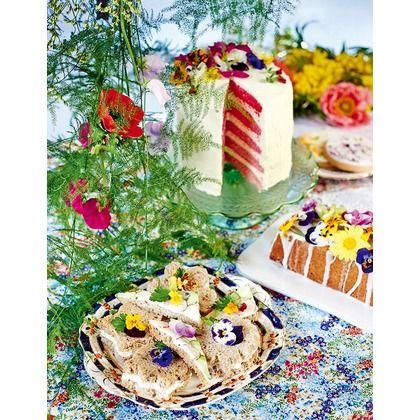 料理やデザートにも、エディブルフラワー(食用花)をたっぷりとあしらって。目に美しいデコレーションとして料理をゴージャスに引き立てるだけでなく、アイスクリームやソルベには優しくほのかな風味もプラスしてくれる。