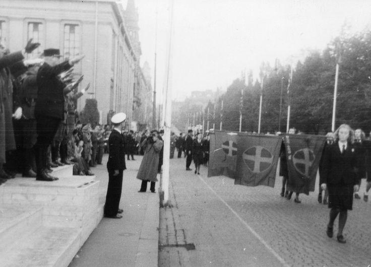 Nazis marching down Karl Johan street