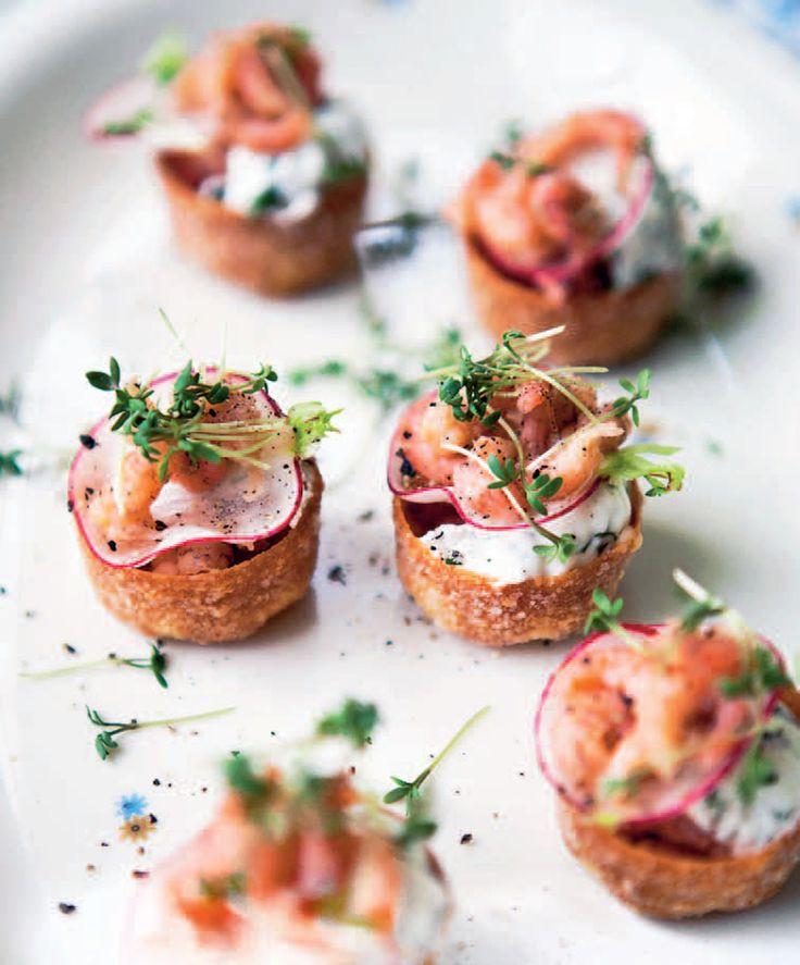 fjordrejer, toast, radiser