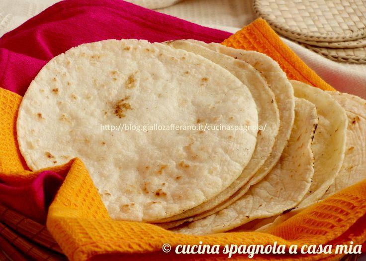 Le tortillas di mais messicane (tortillas de maíz) sono un pane piatto e rotondo adatto per tacos, flautas, quesadillas, enchiladas, totopos
