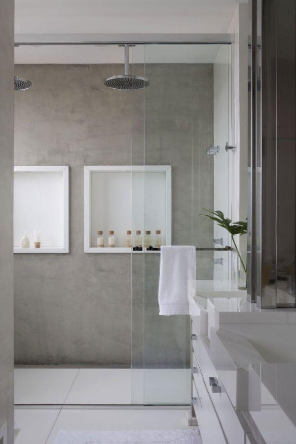Mooie witte nissen met houten lijsten in de badkamer voor al je badkamer accessoires Wand mooie kleur
