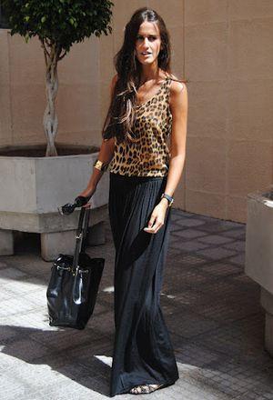 Look con bisutería de la marca Bijou Brigitte, bolsos de la marca Louis Vuitton, pantalones de Zara y camisas de Zara