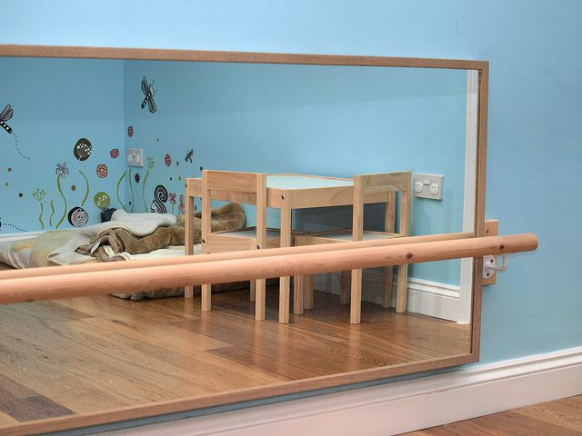 """Imagínate un área de movimuento creativo, con una """"barra de ballet"""", y un espejo que tiene doble función"""