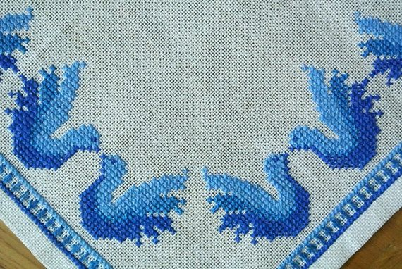 Exellently well done vintage 1970s handmade cross-stitch embroidery tablet/ table-cloth with bird motive in blue colors on bone white bottom. Exellent vintage condition - a litte jewelry for the table! SIze: 15.5 * 15.5 / inch or 39.5 * 39.5 cm.