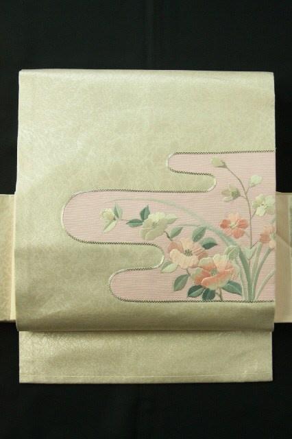 White silver nagoya obi, Embroidery flower pattern / 白銀地 ヱ霞取刺繍花のお太鼓柄 名古屋帯 #Kimono #Japan http://global.rakuten.com/en/store/aiyama/