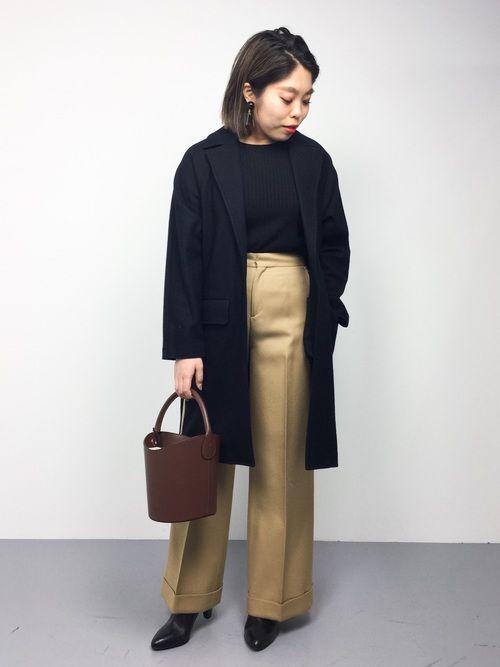 ベーシックアイテムでまとめた、大人カジュアルスタイル○  バッグとパンツはブラウン系にして、グラデー