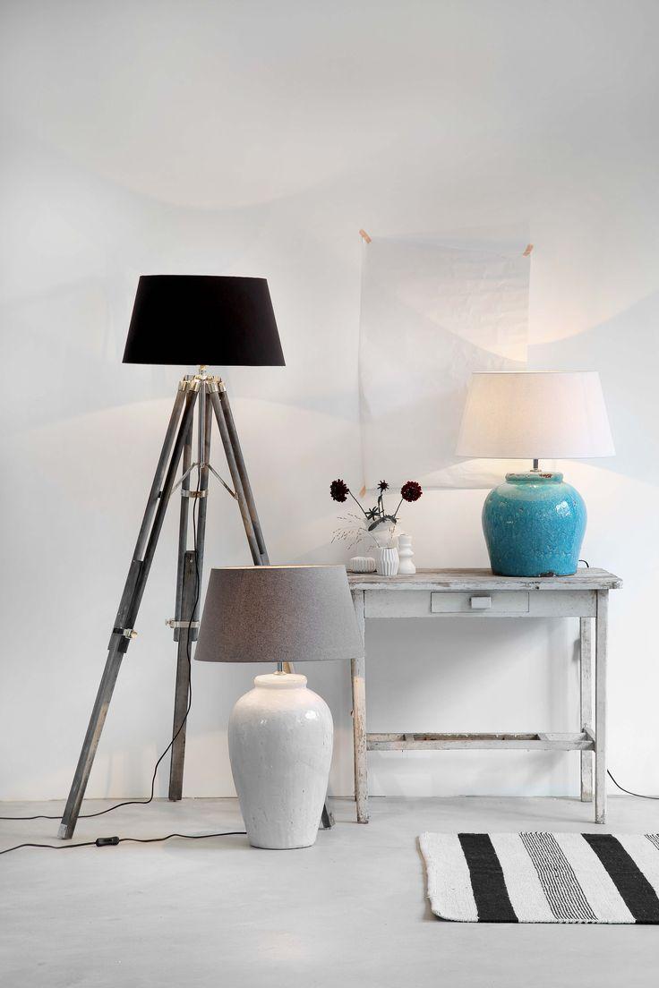 KARWEI | Stel zelf je lamp samen: kies uit houten driepoten, keramieken voeten en stoffen kappen. #verlichting #wooninspiratie #karwei