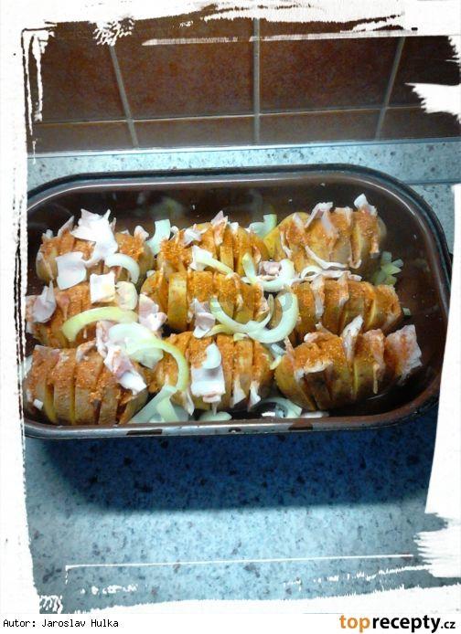 Pečené brambory se slaninou.