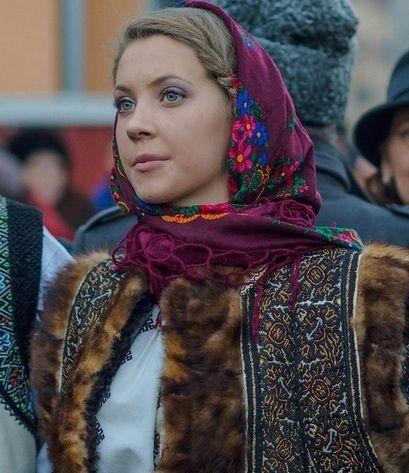 romanians-traditional-costume-clothing-bucovina-romanian people romanian girls