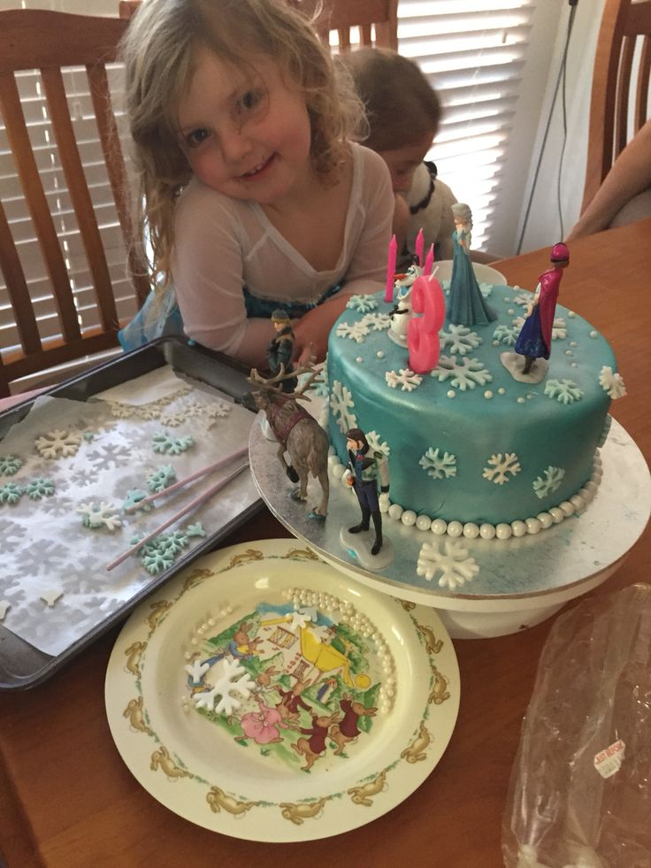 I covered a cake and let my daughter design her own cake- I made a heap of snowflakes got out pearl cashous in different sizes and let her go to town... I think she has her mummas gift!