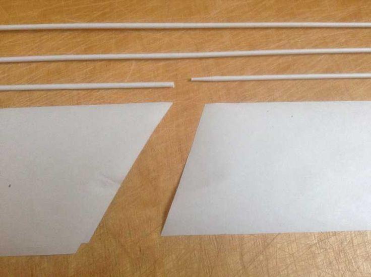 1 Немного изменив углы срезов полосок, можно добиться идеального стыка двух трубочек. Кручение начинаю с чуть большего острого угла, а заканчиваю углом в 60гр.