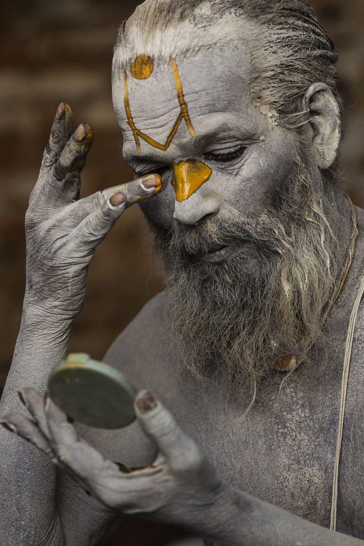 Sahdu's Morning ritual.  (Sadhu Baba, morning ritual at Pashupatinath)