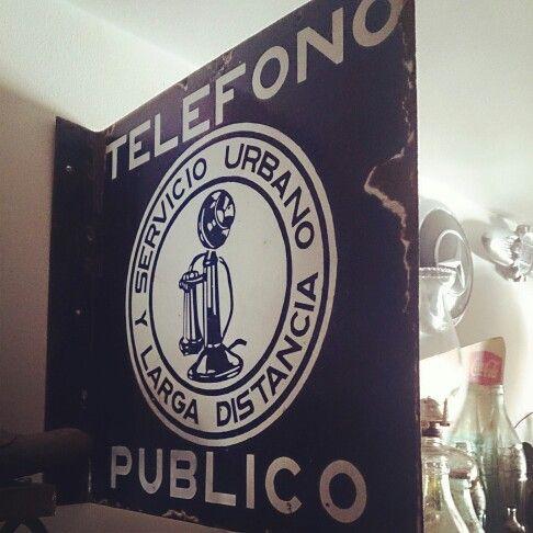 Letrero teléfono público