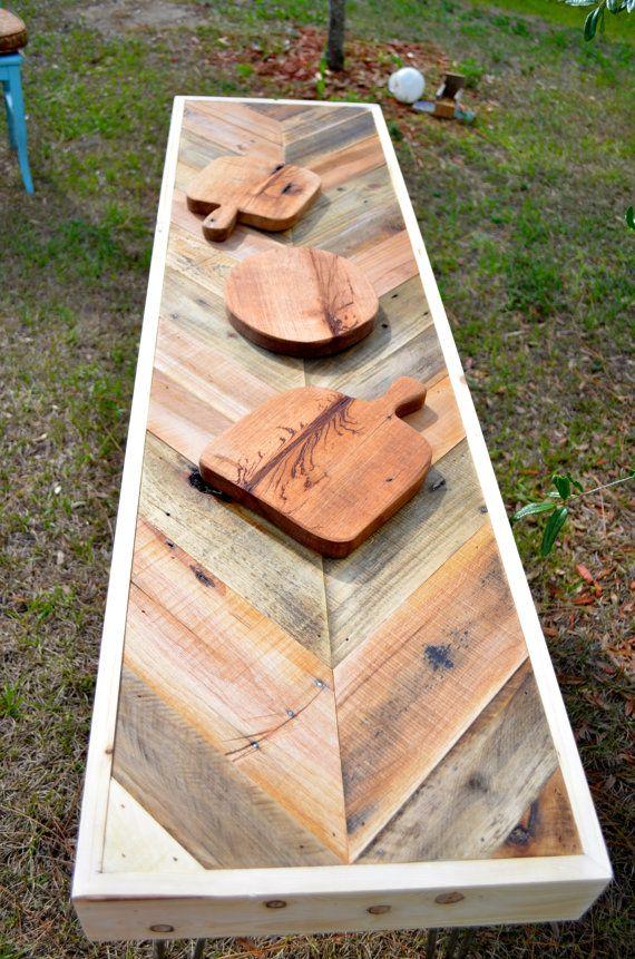 Mesa de madera regenerada de palet de madera. / Wood table reclaimed wood pallet
