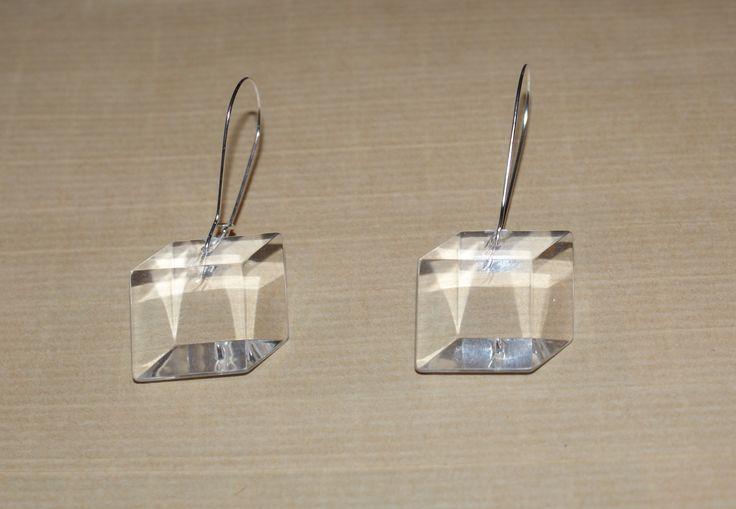 Boucles d'oreilles cubes 3D en plexiglass blanc transparent : Boucles d'oreille par missblandine