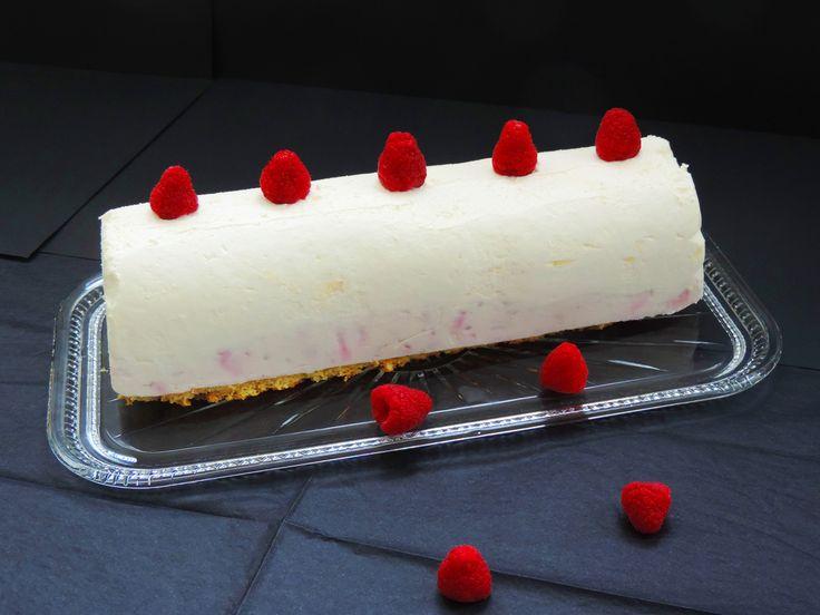 Entremet chocolat blanc framboises.Biscuit génoise.   La recette en vidéo ici: https://www.youtube.com/watch?v=jHTuCBuHjmQ