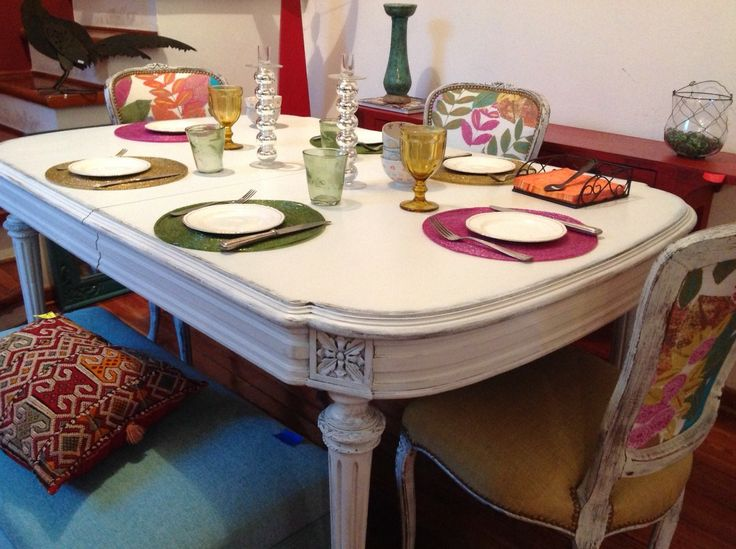 Mesa de comedor antigua oval