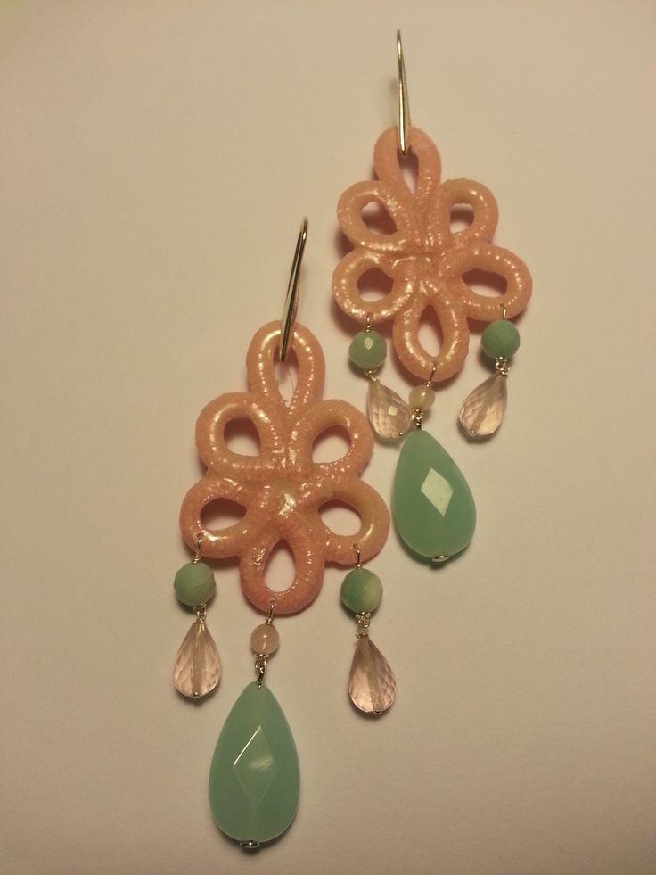 Amethista:orecchini in resina e pietre dure. www.lacava.it