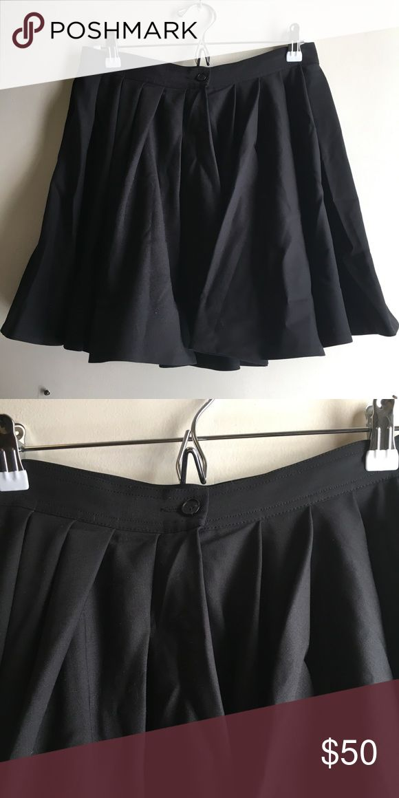 Diesel Black and Gold Wool Skirt Like new wool skirt by Diesel Black and Gold. Has a button front closure and a line silhouette. Needs to be steamed but in otherwise excellent condition. European size 42 Diesel Black Gold Skirts A-Line or Full